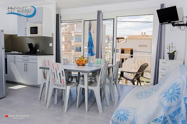 Séjour avec grand balcon, appartement 5 au Chant des vagues à Frontignan